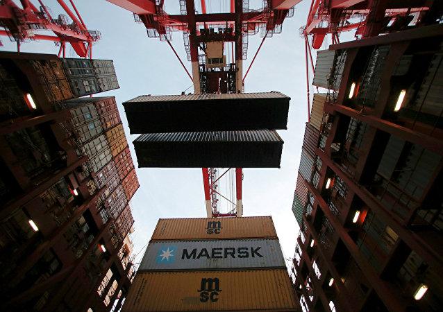 中国海关总署:中国前4个月进出口9.07万亿元 4月份出口增长8.2%
