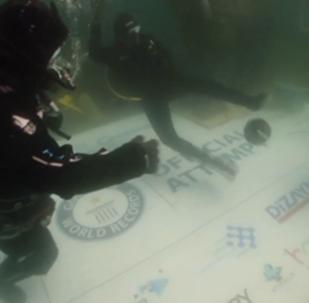 土耳其潜水员创造了新的世界纪录