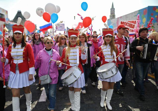 有13万莫斯科人参加了工会组织的五一大游行