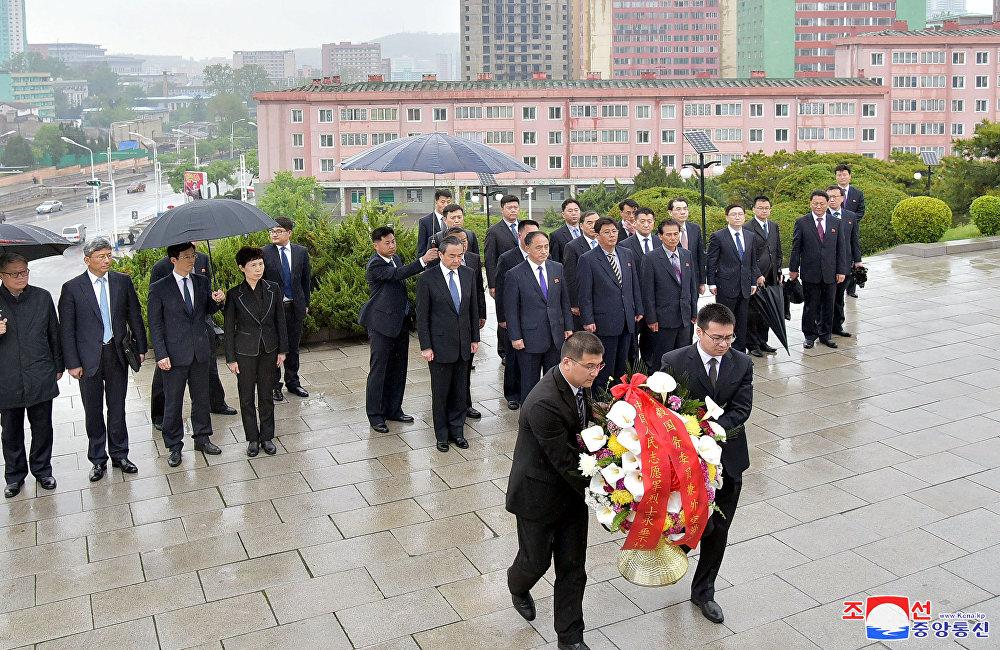 中国外交部长王毅访问朝鲜