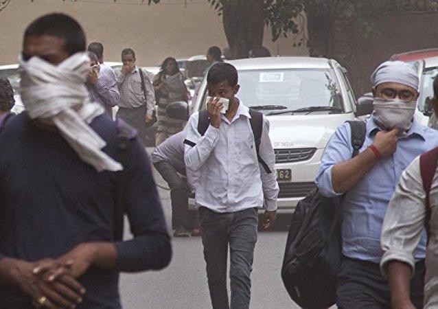 印度沙尘暴和暴雨造成60多人死亡