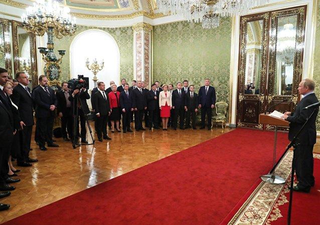 普京对政府成员工作表示感谢