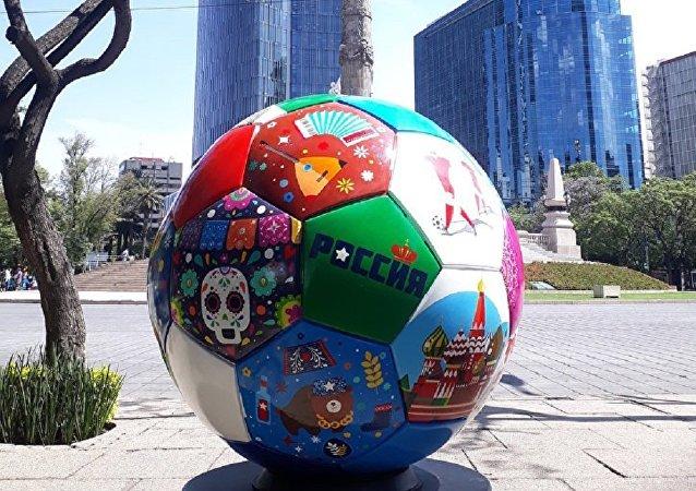 2018年世界杯前夕巨大足球模型將從墨西哥運往俄羅斯
