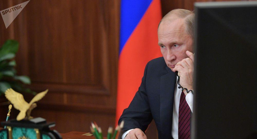 普京与马克龙举行了电话会谈