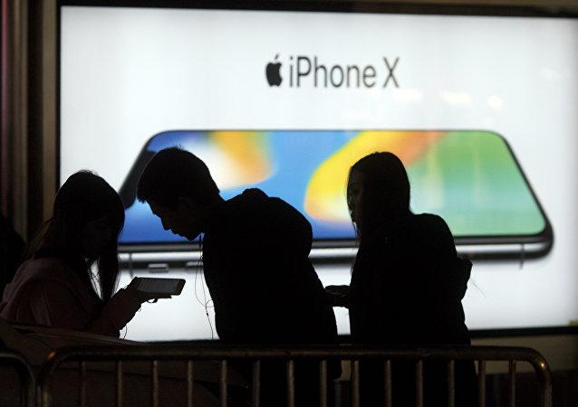 iPhone X在水里泡两星期会怎样?