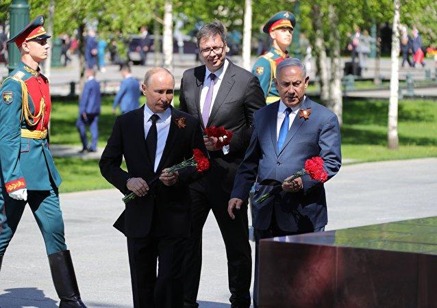 俄以塞领导人在无名烈士墓前悼念阵亡将士