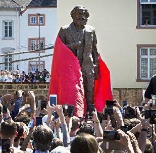 外媒:中國向德國贈送馬克思雕像