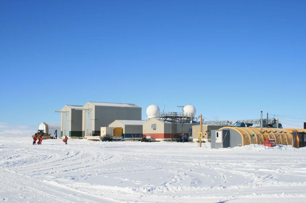 學者們幾乎是在極地開展整個研究循環的,這裡的氣候條件最複雜。 圖片:研究營俯瞰。