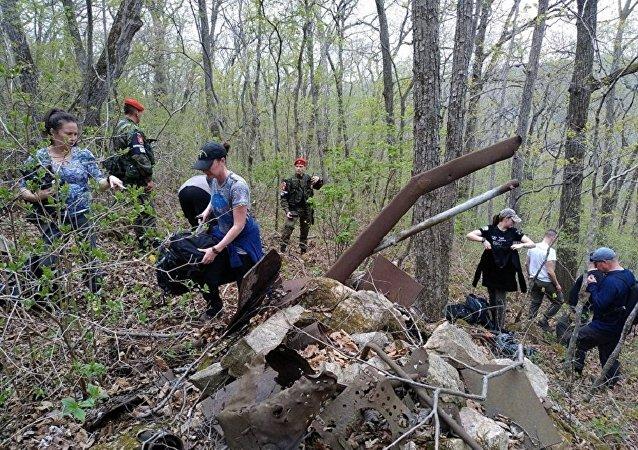 俄美探险人员发掘出1945年在滨海边疆区坠落的一架美国飞机残件
