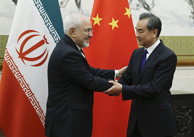 中国外长王毅与伊朗外长扎里夫在北京举行会谈(资料图片)