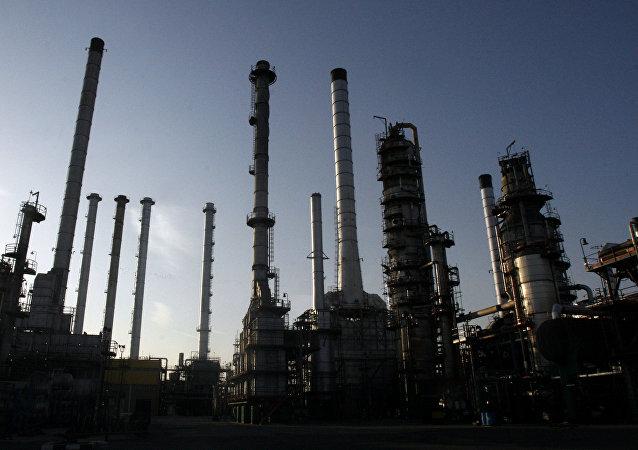 媒体:伊朗认为美国劝阻他国不购买伊石油的愿望难以实现