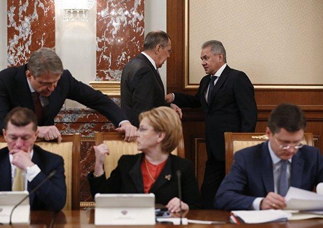俄罗斯上届外长和防长将留任原职