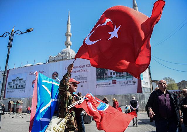 媒體:土耳其總統選舉有人投票支持普京