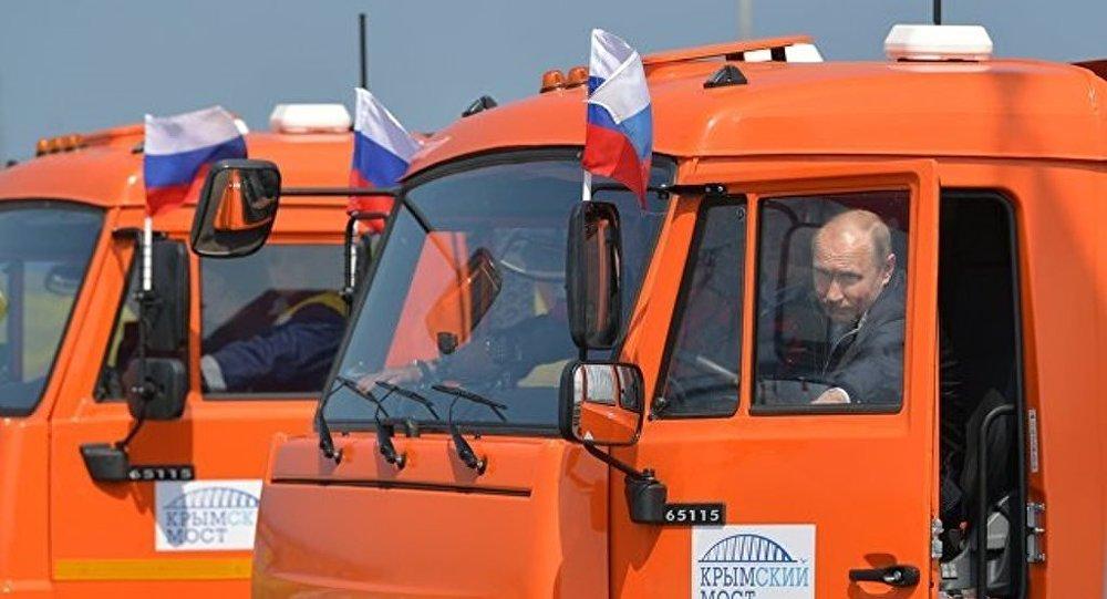 克宮:普京約在20年前獲得貨車駕駛證