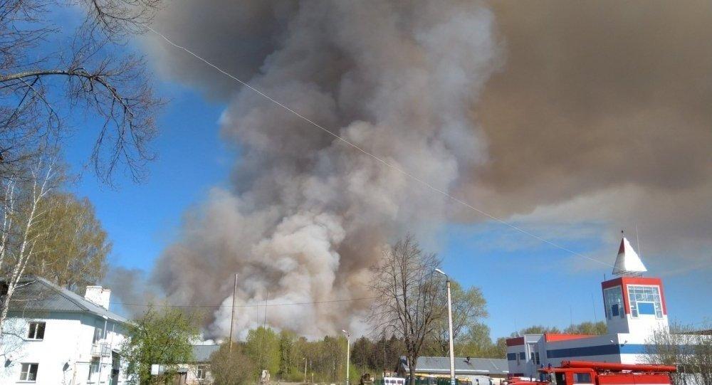 俄烏德穆爾特某軍火庫舊址發生彈藥爆炸 正在疏散2千村民