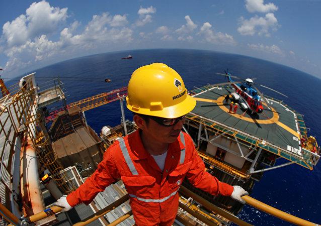 俄总统新闻秘书:俄石油未与克宫磋商南海大陆架钻探事宜