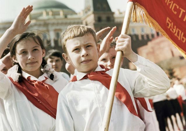 莫斯科红场举行盛大的少先队员入队仪式