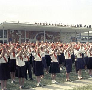 參加莫斯科少年先鋒和學生宮列寧山新址開放儀式的少先隊員