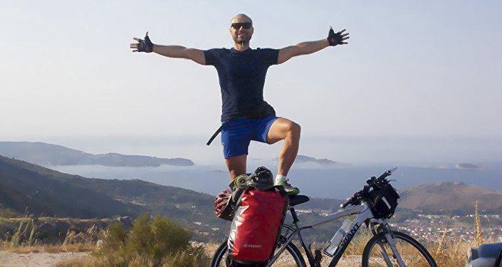 米洛什是一名健身教練,35歲,體格健壯。