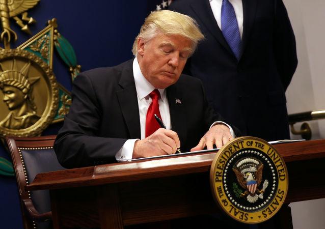 美國總統特朗普簽署命令