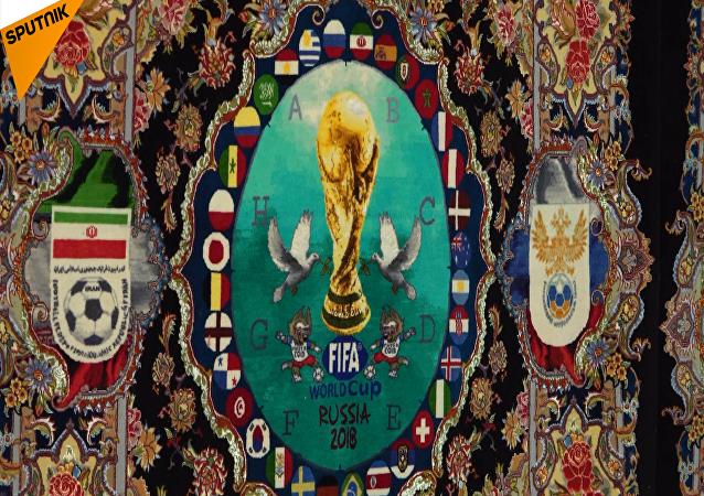 东方风世界杯:伊朗设计师编织世界杯主题地毯