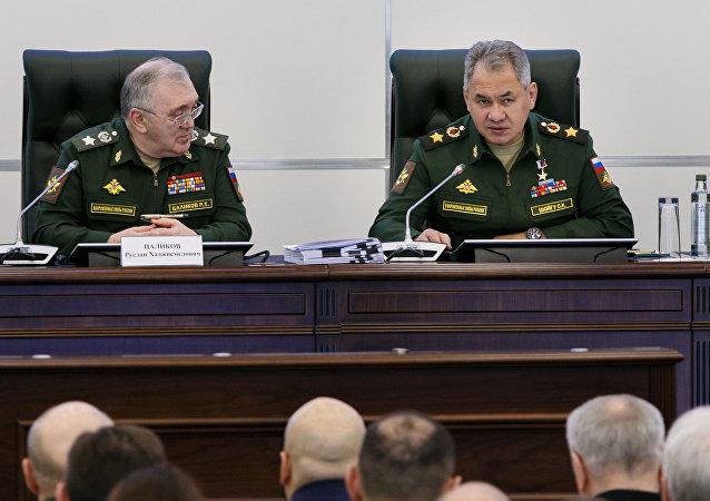 俄國防部長謝爾蓋·紹伊古與俄國防部第一副部長魯斯蘭∙察利科夫