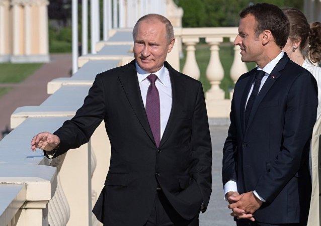 普京与马克龙就一系列国际和地区热点问题通过电话进行讨论