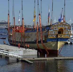 彼得大帝所造船隻的精確複製品在聖彼得堡下水