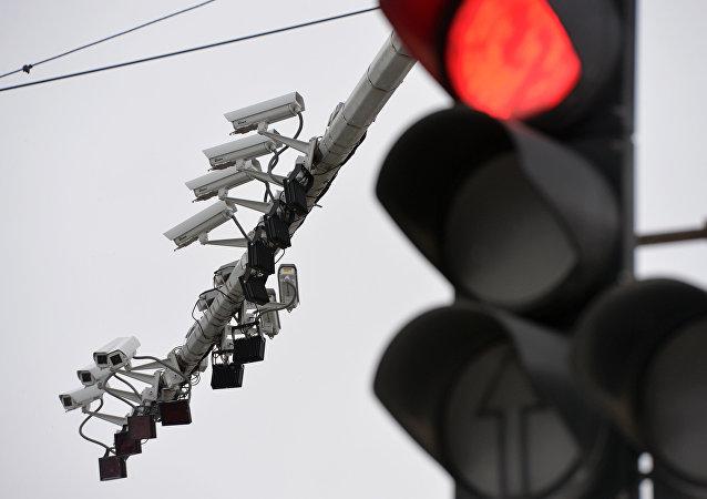 亚美尼亚总理要求官员红灯停车