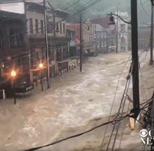 美国马里兰州一城市三年遭遇两次洪灾