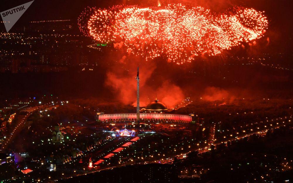 莫斯科俯首山上胜利日的节日烟火
