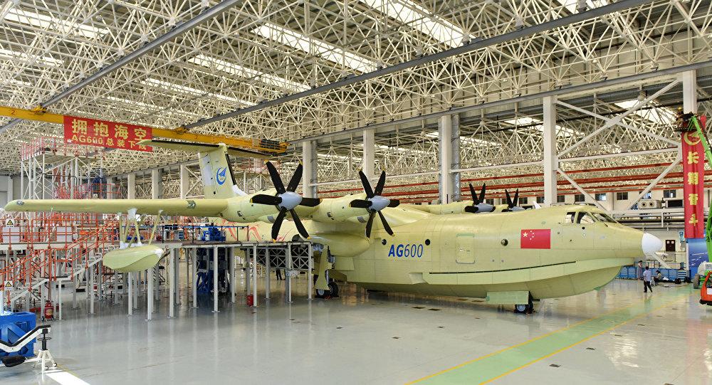 """水陆两栖飞机""""鲲龙""""AG600"""