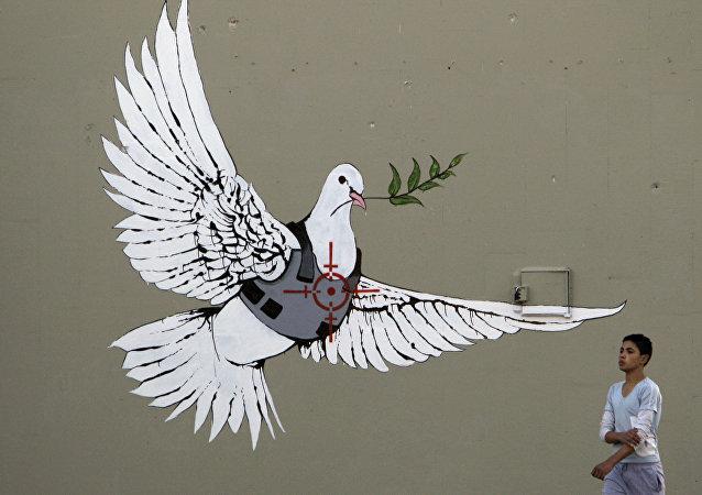 知名街头艺术家班克斯在俄个人首展展品投保1000万英镑