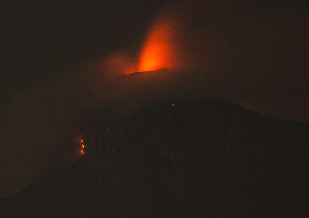 富埃戈火山爆发
