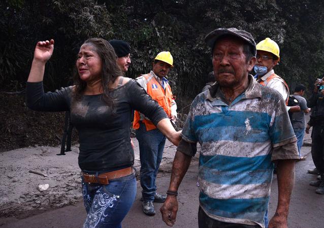 媒體:六名在危地馬拉火山噴發中受傷兒童被送至美國接受治療