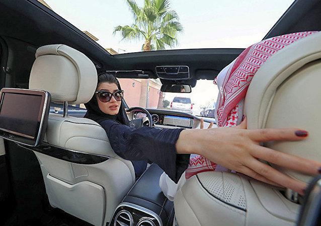 自2018年6月24日起女性就可以在沙特駕車