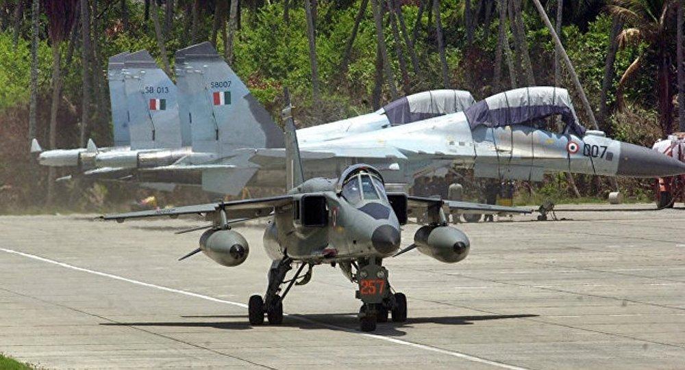 印度空军一架歼击轰炸机坠毁致飞行员遇难