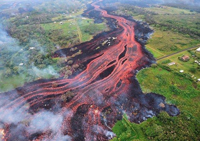火山爆发彻底摧毁美夏威夷大岛度假之地