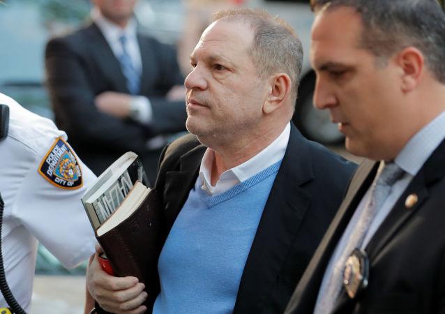 美国著名制片人温斯坦庭审期间否认性侵指控