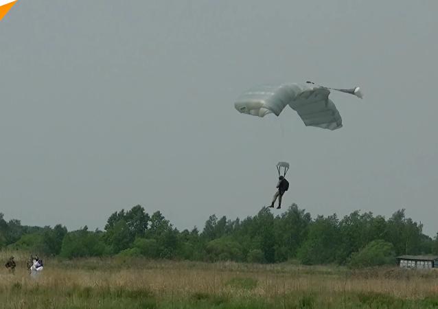 哈巴罗夫斯克进行空降兵训练