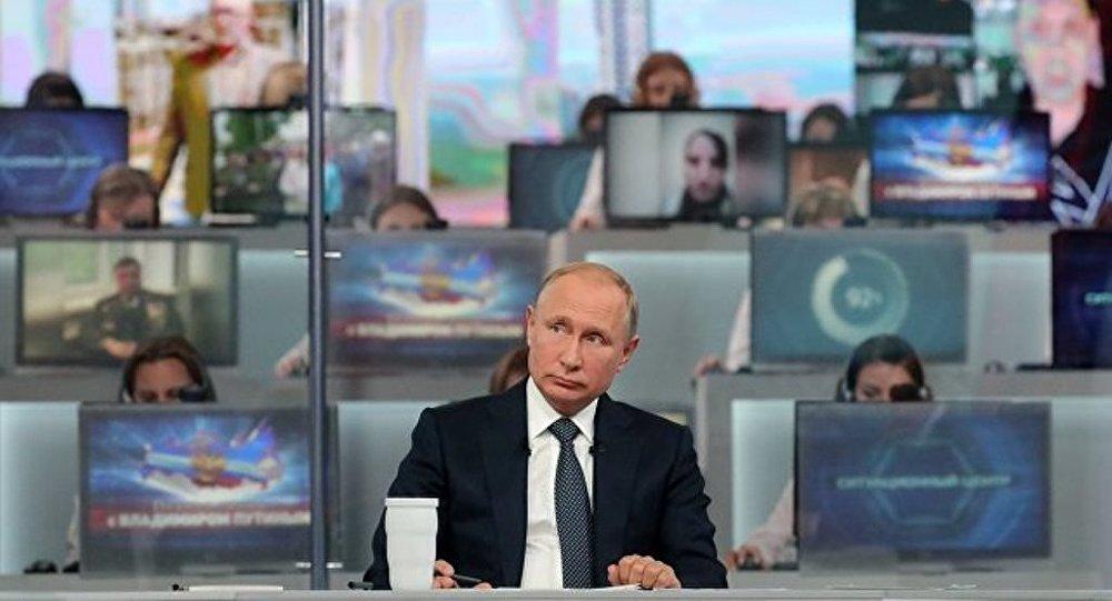 """多数俄罗斯人认为与普京的""""直播连线""""必要又有趣"""
