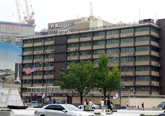 韓媒:美國駐韓使館遭小轎車衝撞