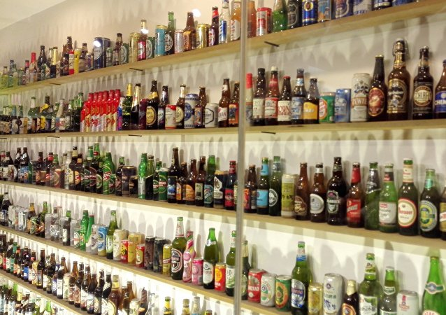 """""""青啤""""请普京品尝""""活""""啤酒和""""IPA""""啤酒"""