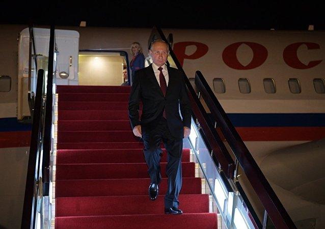 普京总统抵达上合峰会举办地中国青岛