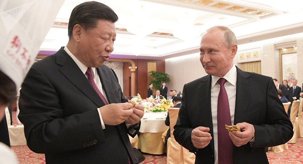 2018年6月8日。俄罗斯总统普京同中国国家主席习近平在天津的隆重招待会上