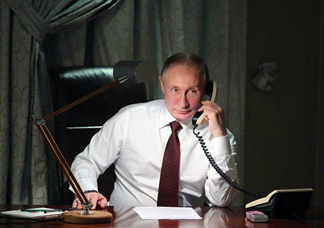 俄總統新聞秘書稱,普京和波羅申科進行了電話會談