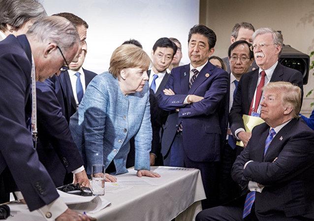 「勝過千言萬語」:媒體和社交網熱議G7峰會上的默克爾和特朗普照片