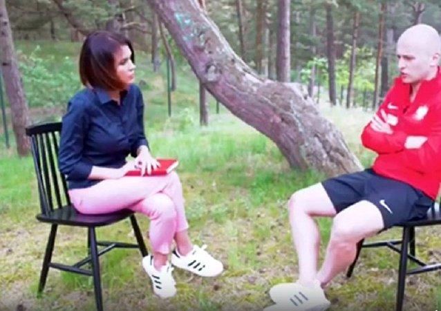 波蘭國腳救下差點被倒下的球場燈光柱砸中的女記者