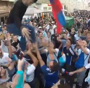 外国球迷莫斯科街头漫步