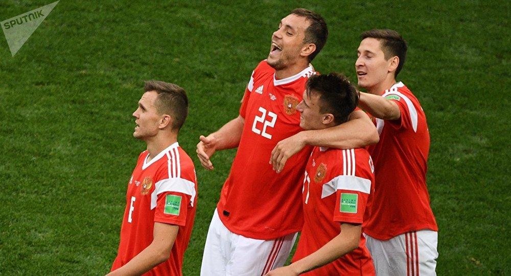 国足沙特队_俄罗斯国足旗开得胜 5-0 击败沙特队